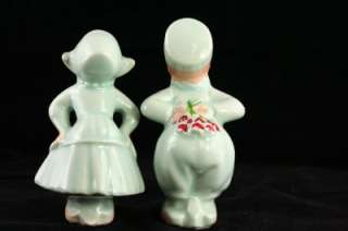 This is a vintage art pottery couple. Boy & girl, Dutch clothing. Loss
