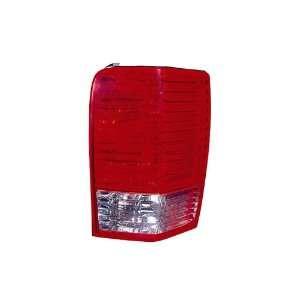 Chrysler Aspen Passenger Side Replacement Tail Light