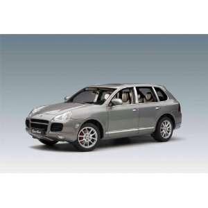 Porsche Cayenne Turbo 1/18 Grey Metallic: Toys & Games