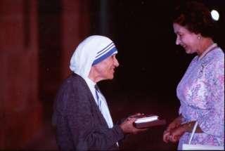 QUEEN ELIZABETH AND MOTHER TERESA INDIA 1983