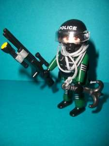 Playmobil Police SWAT Officer + Plastic Rifle, Torch & Grapnel